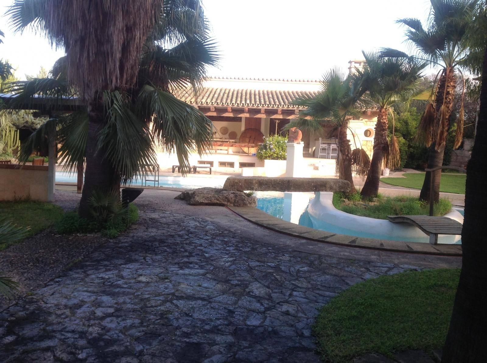 Villa Rùstica con piscina y caballeriza